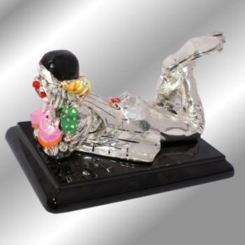 "Скульптура ""Клоун лежащий на животе"""