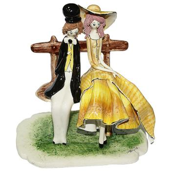 "Скульптура ""Пара сидящая на скамейке"""