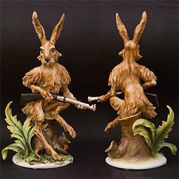 """Скульптура """"Заяц на охоте"""""""