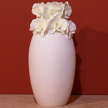 Ваза с орхидеями