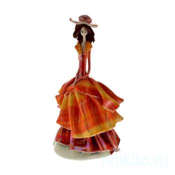 Дама в оранжевом платье