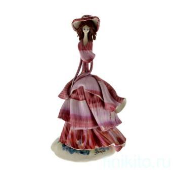 Дама в сиреневом платье