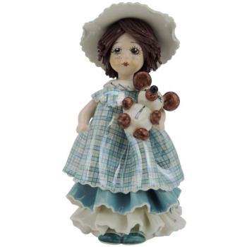 Девочка с мишкой в голубом