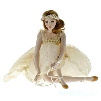 Кукла фарфоровая Anna
