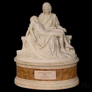 "Скульптура ""Pieta"" (""Оплакивание Христа"")"