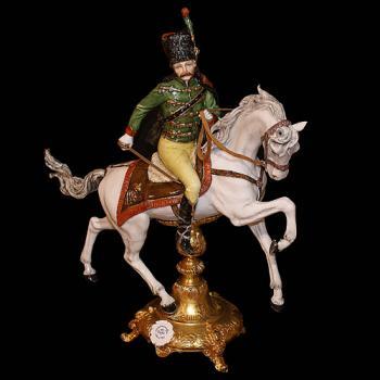 "Фарфоровая статуэтка ""Гусар на белом коне"""