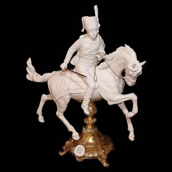 "Фарфоровая статуэтка ""Гусар на коне"""