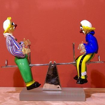 "Скульптура ""Два клоуна на качелях"""