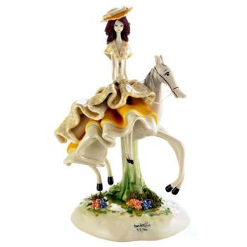 """Скульптура """"Маленькая леди в жёлтом на лошади"""""""
