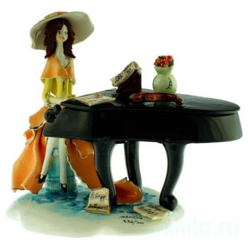 "Статуэтка ""Дама и пианино"""