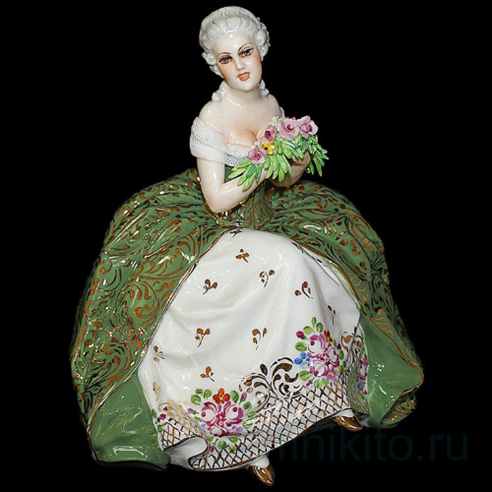 """Статуэтка """"Дама, сидящая в кресле с цветами"""""""