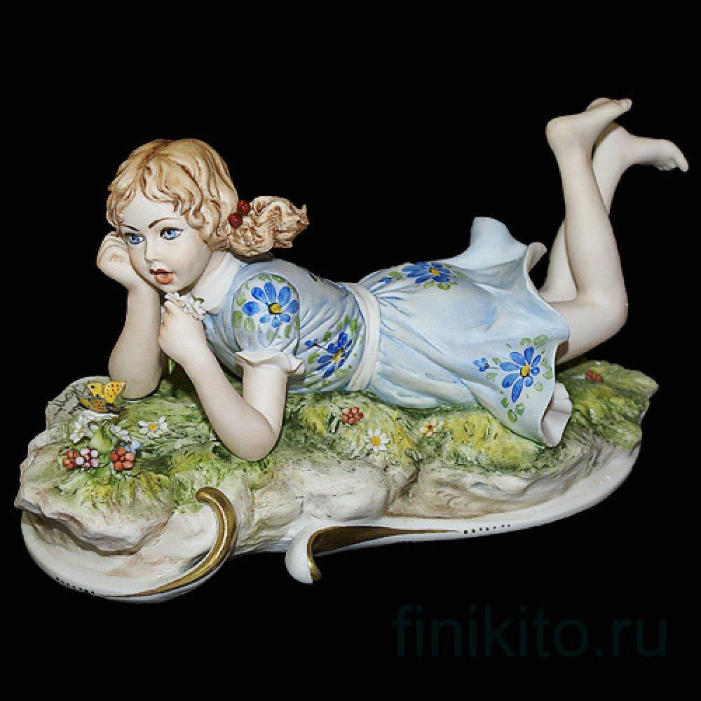 """Статуэтка """"Девочка с бабочкой"""""""