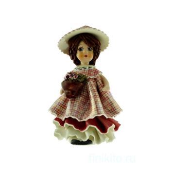 """Статуэтка """"Кукла с темными волосами с цветами"""""""
