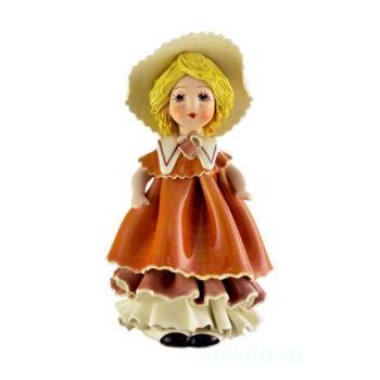 """Статуэтка """"Кукла со светлыми волосами в коричневом платье"""""""