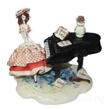 """Статуэтка """" Леди за роялем"""""""