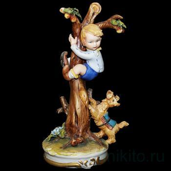 """Статуэтка """"Мальчик на дереве"""""""