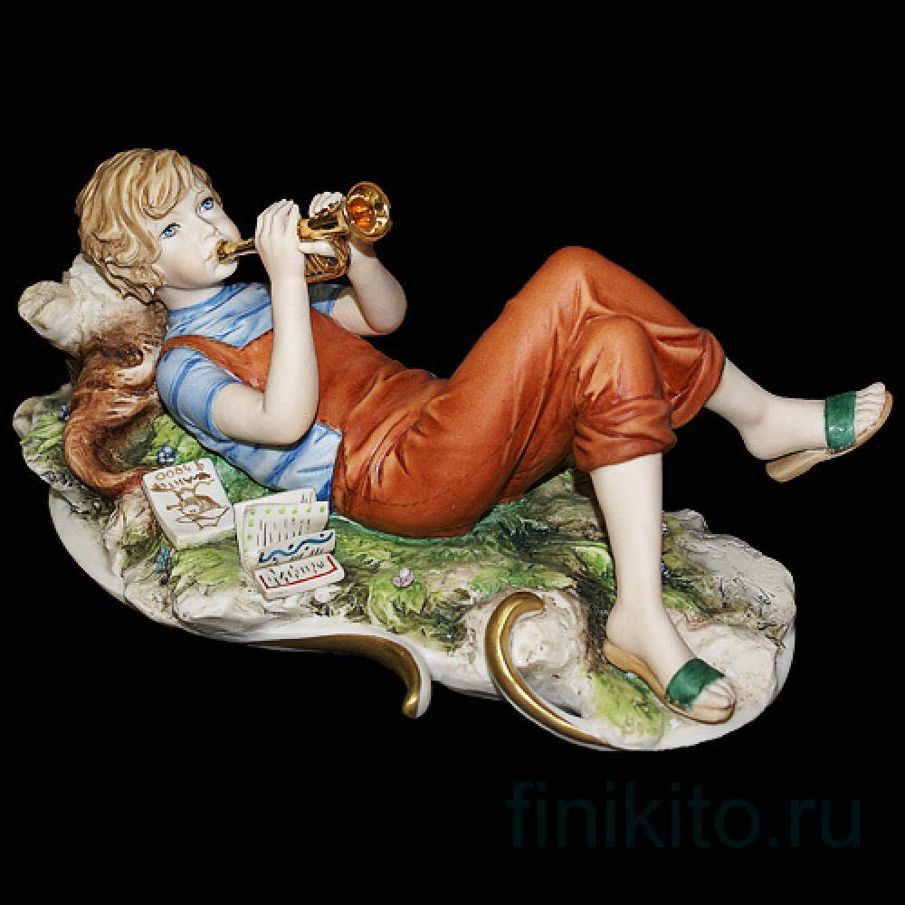 """Статуэтка """"Мальчик с трубой"""""""