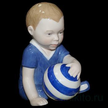 """Статуэтка """"Малыш с мячом"""""""