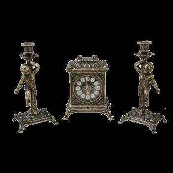 Часы Ларец каминные,  2 канделябра Амур на 1 свечу, антик