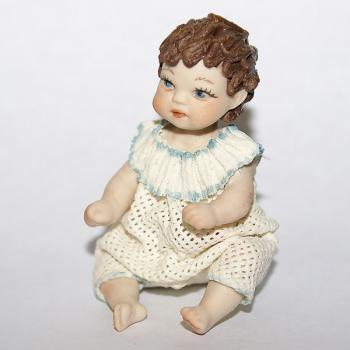 """Кукла """"Сидящий мальчик"""""""