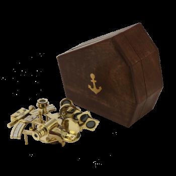Морской секстант в деревянном футляре