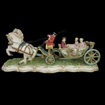 """Скульптура """"Открытая карета запряжённая парой лошадей"""""""