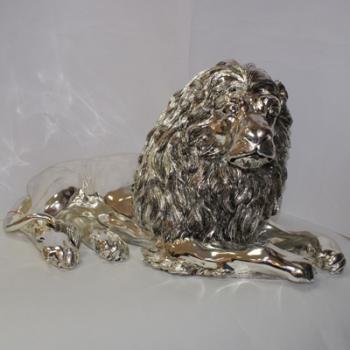"Скульптура ""Сидящий лев"""