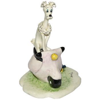"Скульптура ""Собака сидящая на мотоцикле"""