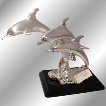 """Скульптура """"Три дельфина"""""""
