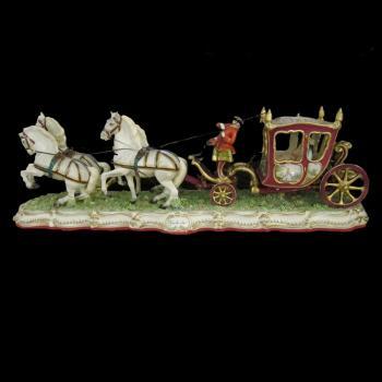 """Скульптура """"Закрытая карета запряжённая четвёркой лошадей"""""""
