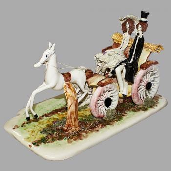 "Статуэтка ""Дама и кавалер в коляске"""