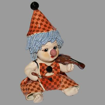 """Статуэтка """"Клоун - мальчик со скрипкой в красном костюме"""""""