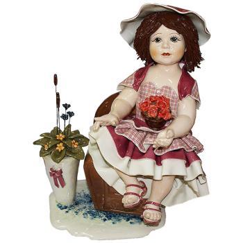 """Статуэтка """"Кукла с цветами сидящая на кресле"""""""