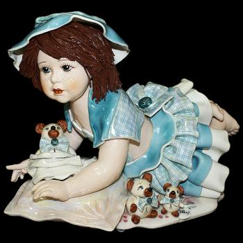 """Статуэтка """"Кукла с медведем лежащая на подушке"""""""