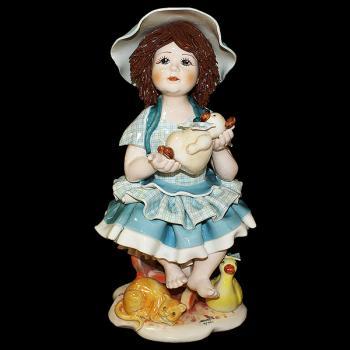 "Статуэтка ""Кукла с медведем сидящая на стуле """