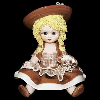 """Статуэтка """"Кукла сидящая с цветами"""""""