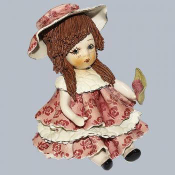 """Статуэтка """"Кукла сидящая с темными волосами в розовом платье"""""""