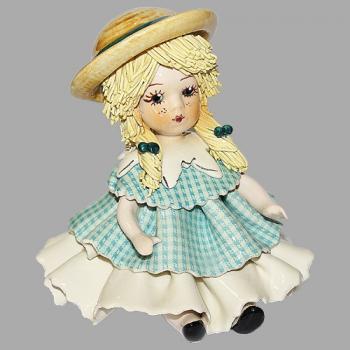 """Статуэтка """"Кукла сидящая со светлыми волосами в голубом платье"""""""