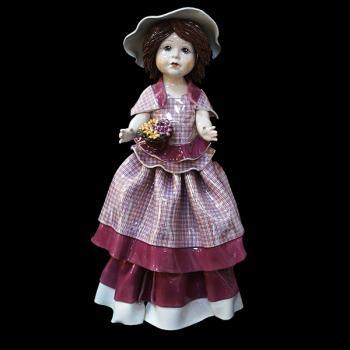"""Статуэтка """"Кукла стоящая и держащая кашпо с цветами"""""""